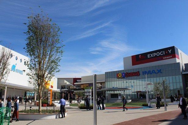 8つのエンタメ施設と305店入るショッピングモールからなるEXPOCITY