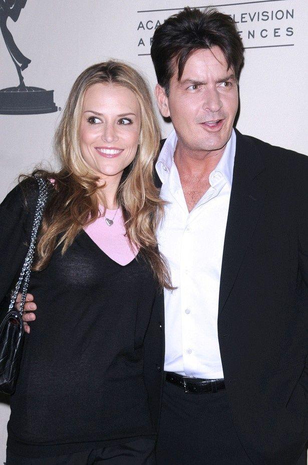 【写真を見る】チャーリーと3人目の妻ブルック・ミューラー