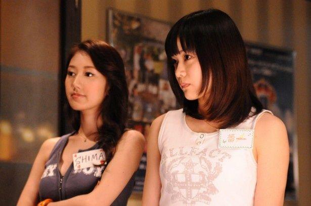 AKB48の初期メンバーとして知られる加弥乃が友人の行方を探す主人公に