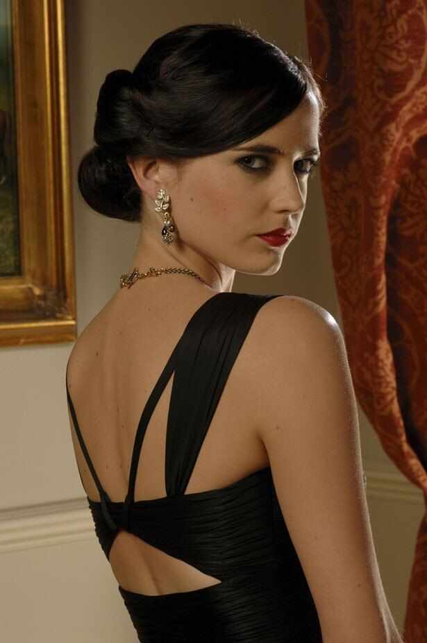 『007 カジノ・ロワイヤル』のヴェスパー・リンド(エヴァ・グリーン)。シンプルなドレスがよく似合う!