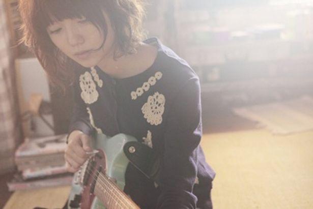 『ソラニン』の劇中でギターを奏でる宮崎あおい