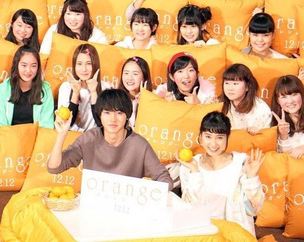 『orange-オレンジ-』の試写会イベントに山崎賢人と土屋太鳳が登壇(左から)