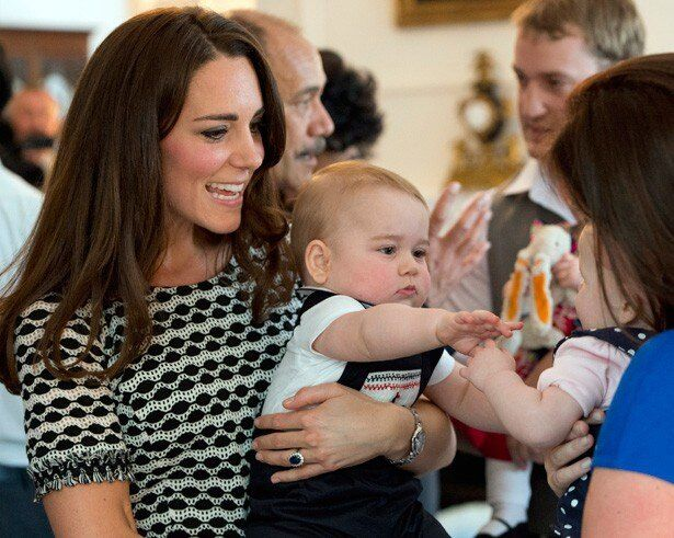 キャサリン妃御用達のレイチェル・ライリーの服を着たジョージ王子