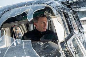 「007」が日本でも初登場1位!大混戦の興収ランキング