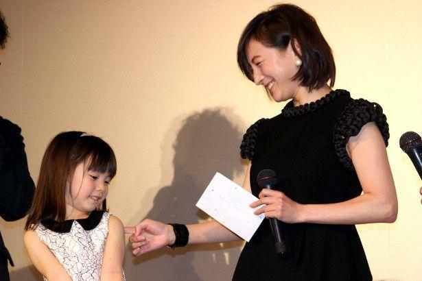 広末涼子が娘役を演じた子役・赤松えみなの手紙に感涙
