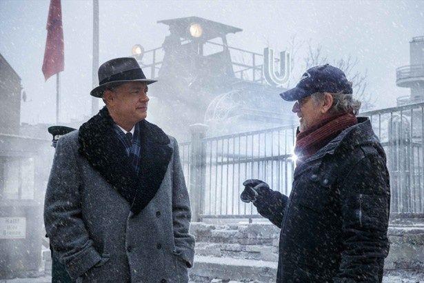 【写真を見る】ハンクスとの撮影については「あうんの呼吸で楽勝だったよ」とスピルバーグ監督