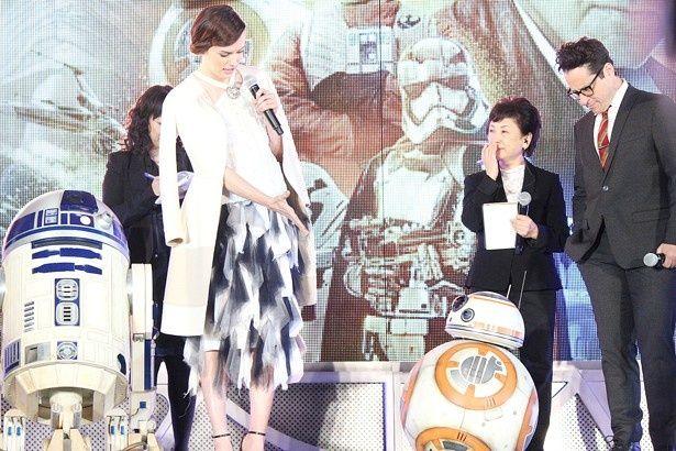 「BB-8はとにかくキュート。一見するとマシンかと思うけど、とても人間的なの」とリドリー