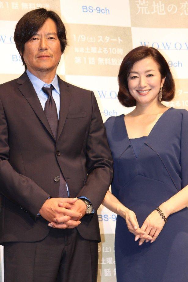 『荒地の恋』で共演した豊川悦司と鈴木京香
