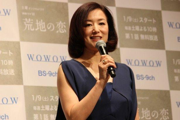 北沢の親友・三田村の妻・明子役の鈴木京香