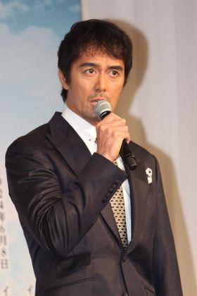 岡田准一、阿部寛を「鼻うがいマスターです」と紹介