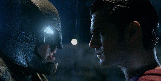 地球最強の男・スーパーマンとダークヒーロー・バットマンが激突!
