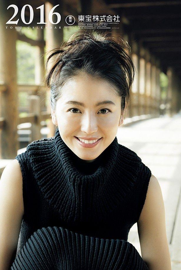 長澤まさみが12年連続表紙を務めた「2016年東宝カレンダー」