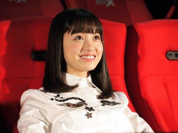 「ユナイテッド・シネマ キャナルシティ13」には、プライベートでもよく映画を観に来ていると話す橋本。初の4DX体験にドキドキしながら座席に座った