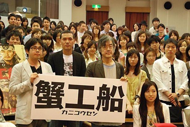 左から:豆岡良亮プロデューサー、SABU監督、評論家・高橋源一郎