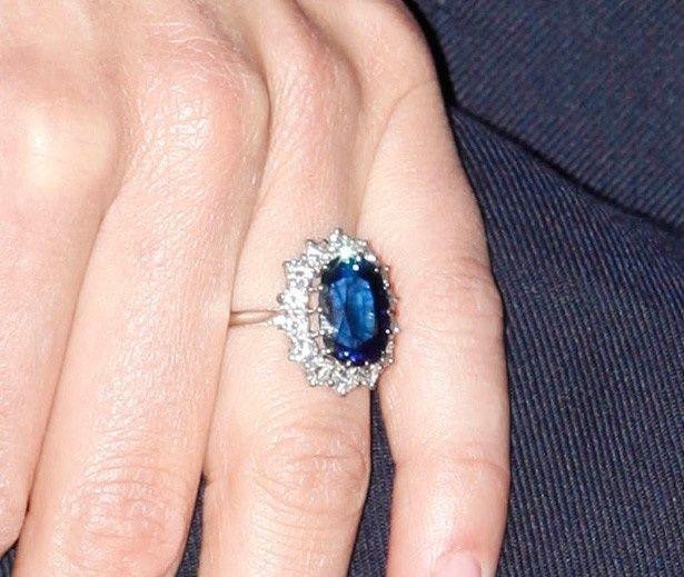 キャサリン妃が婚約の際に贈られたサファイアの指輪