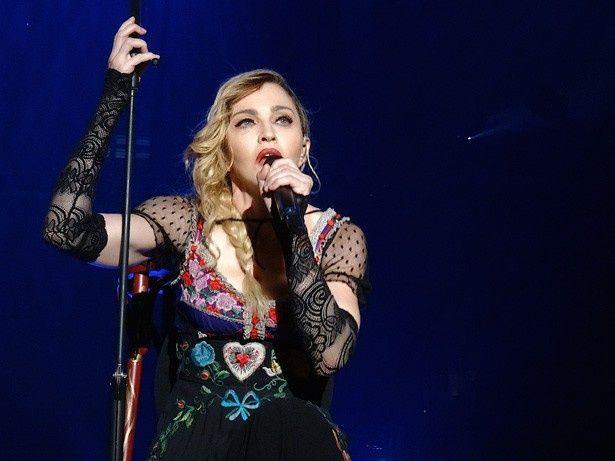 デヴィッド・ボウイに対する追悼の意を表明していたマドンナは現在、「レベル・ハート・ツアー」で世界を回っている