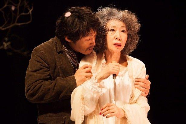 大女優・三田佳子の胸をわしずかみに?