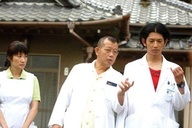 『ゆれる』(06)で高い評価を得た西川美和監督の最新作『ディア・ドクター』