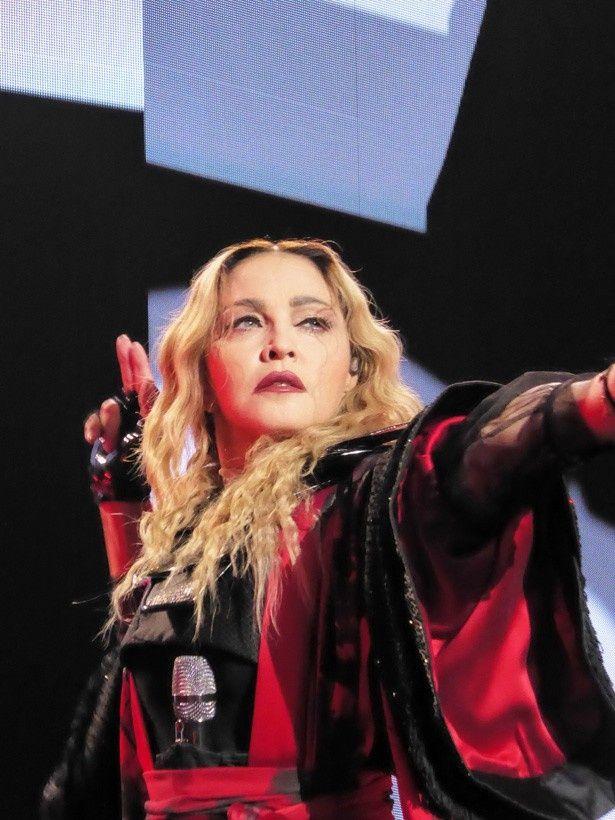 現在レベル・ハート・ツアー真っ最中のマドンナ。2月には10年ぶりの来日公演も控えている