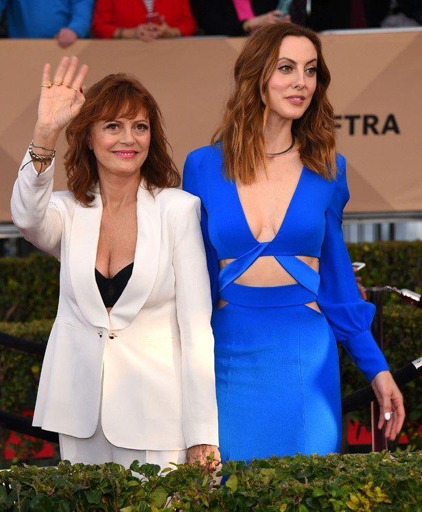全米映画俳優組合(SAG)賞の授賞式に登場したスーザン・サランドン(写真左)とエヴァ・アムリ(写真右)