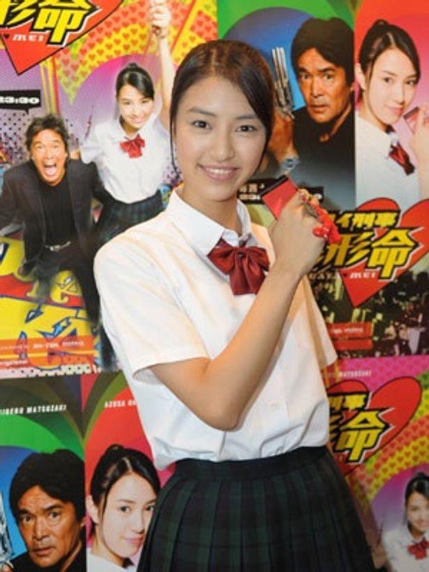 7代目ケータイ刑事・銭形命を演じるのは、モデル出身の美少女・岡本あずさ