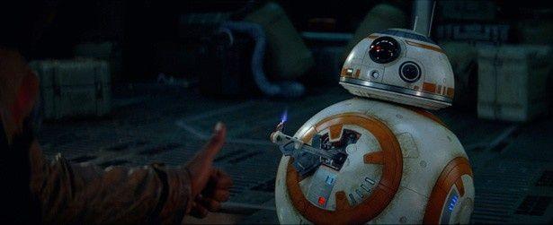 早くも大人気の新登場ドロイド、BB-8はどんな活躍を見せる?