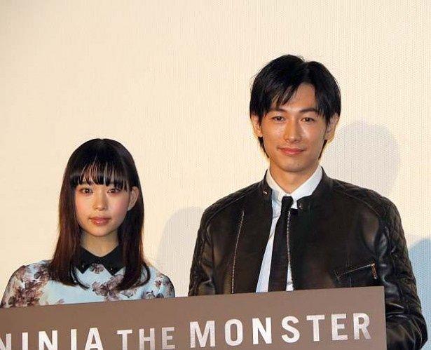 映画『NINJA THE MONSTER』の舞台挨拶に登場した森川葵とディーン・フジオカ