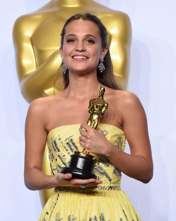 アカデミー賞助演女優賞は、『リリーのすべて』のアリシア・ヴィキャンデル