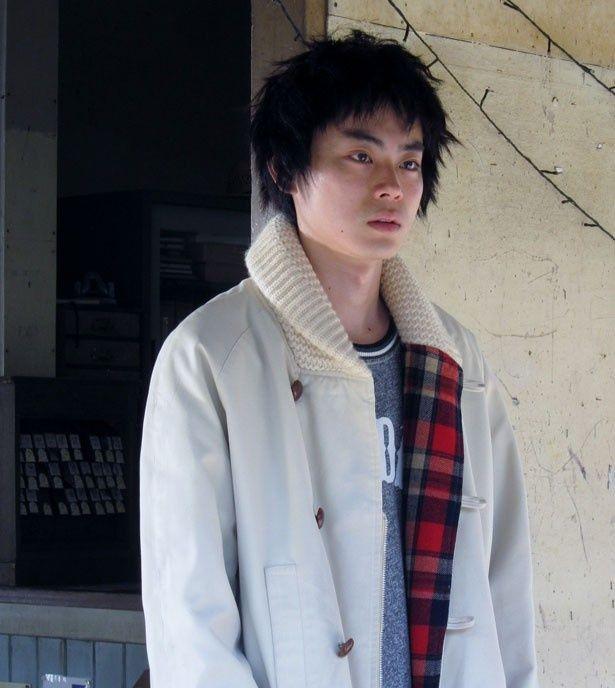 菅田将暉が母・爽子(木村佳乃)を亡くし怒りと悲しみに暮れる青年・雄哉役を熱演