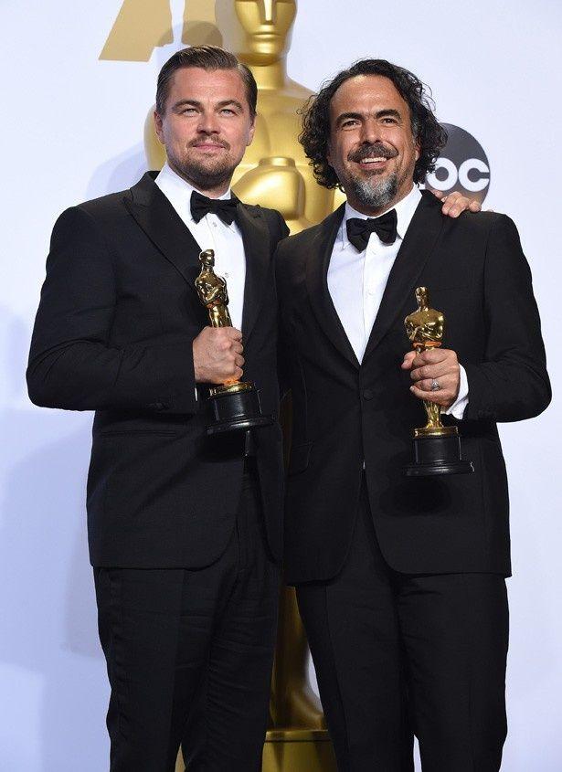 『レヴェナント: 蘇えりし者』で主演男優賞を受賞したレオナルド・ディカプリオと、監督賞を受賞したアレハンドロ・ゴンサレス・イニャリトゥ監督