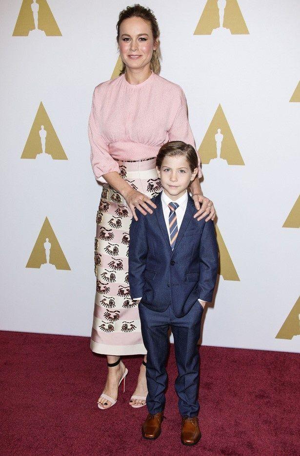 【写真を見る】『ルーム』で母親役を演じ、アカデミー賞主演女優賞に輝いたブリー・ラーソンとジェイコブ