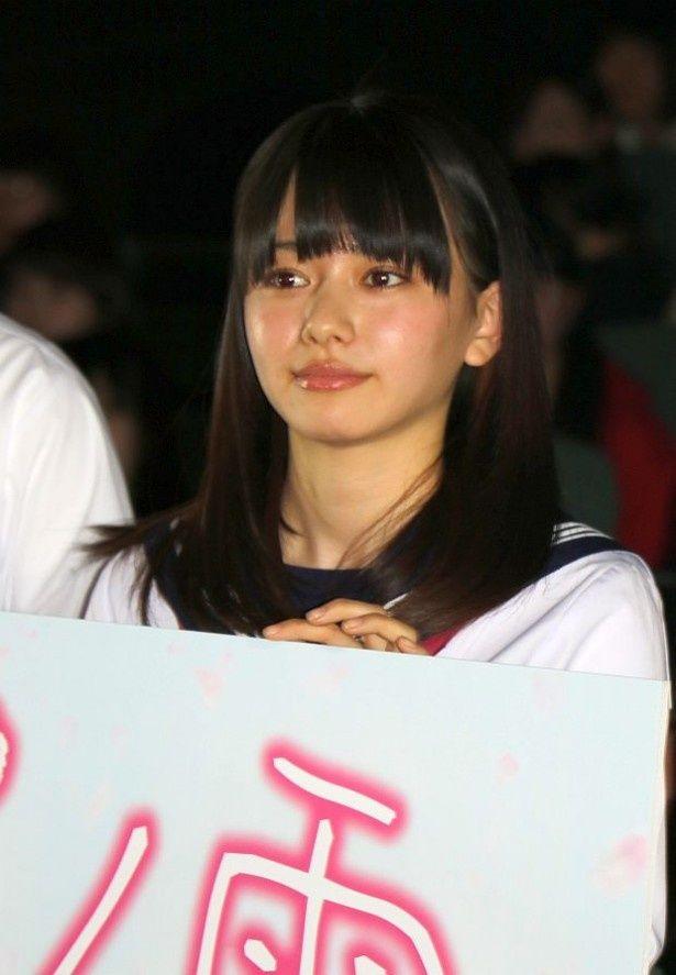 映画『桜ノ雨』(3月5日公開)の完成披露試写会に登場した山本舞香