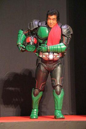 藤岡弘、45年の時を超え伝説のライダースーツ姿を披露!