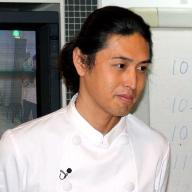フードアーティストとしてTVや雑誌・書籍、料理教室など多方面で活躍中の有坂翔太氏が、佃煮活用弁当料理教室の講師に