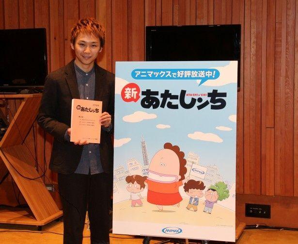 アフレコ後の記者会見で笑顔を見せる須賀健太