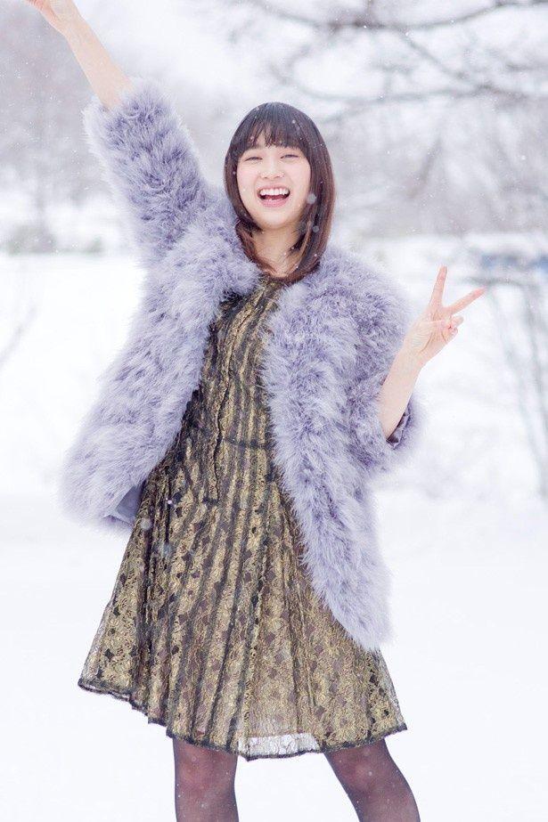 【写真を見る】夕張の雪景色の中ではしゃぐ森川葵。ほか写真、劇中カットなどはこちら
