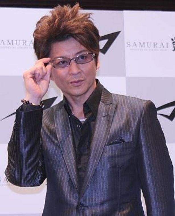 芸能界でメガネが似合うのは「自分です!(笑)」と哀川さん