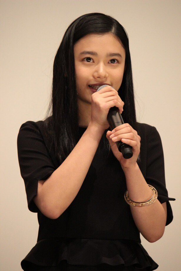 マイティーズに人探しを依頼する女子高生、秋山亜美を演じる杉咲花