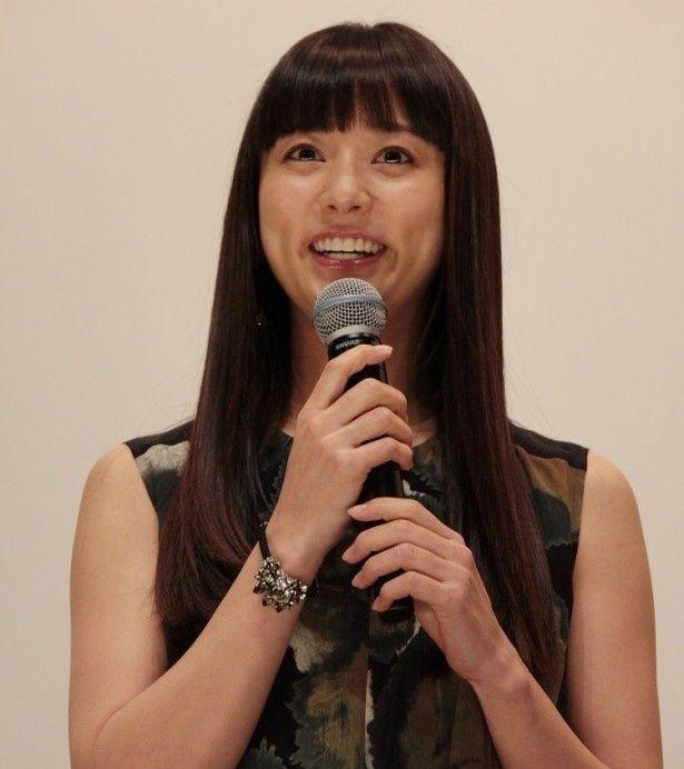 突然謎の失踪を遂げる亜美のピアノ教師、沢村雪絵を演じる木村文乃