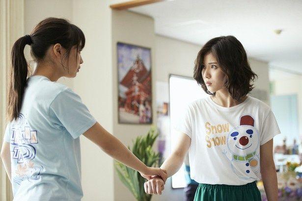 なんとも野暮ったい!?「スノー丸」Tシャツ姿の松岡茉優
