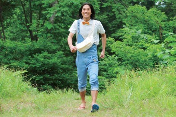 AKIRAが代々、祠を守る理髪師の与藻須賀三太郎を演じる『山形スクリーム』