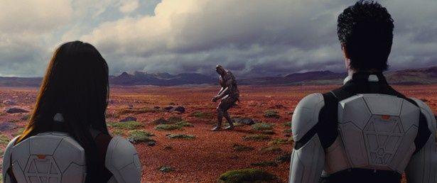 """【写真を見る】火星で異常進化した""""テラフォーマー""""。動いている姿は原作超えの迫力!"""