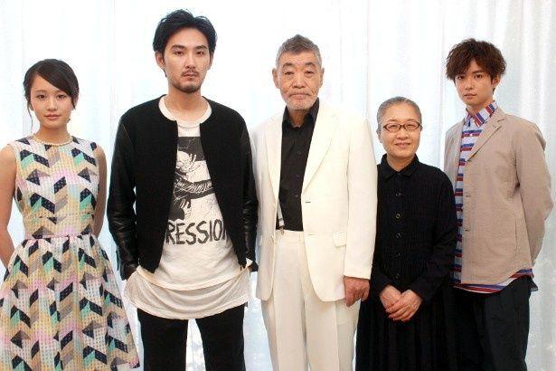『モヒカン故郷に帰る』の松田龍平・柄本 明・前田敦子・もたいまさこ・千葉雄大を直撃