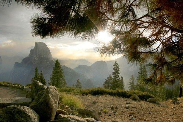ヨセミテ国立公園にある花崗岩のハーフ・ドーム