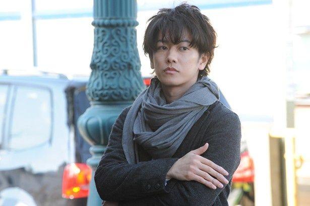 佐藤健が主演作『世界から猫が消えたなら』で一人二役に挑戦!