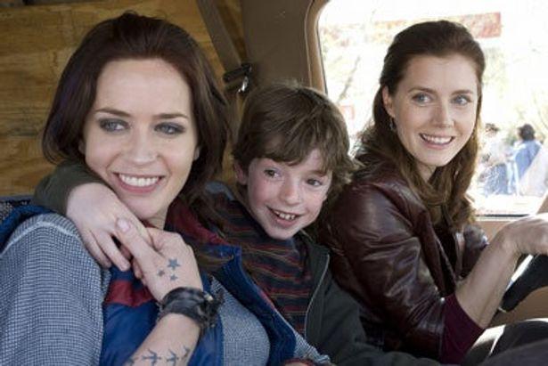 小学校では問題児扱いされる息子オスカーを、母ローズは常に笑顔で包み込む