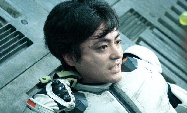 【写真を見る】原作コミックではガタイのいい蛭間を、山田孝之が演じている
