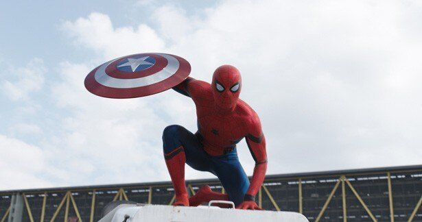 最強ヒーローたちが激突する場に新生スパイダーマンが颯爽と登場!