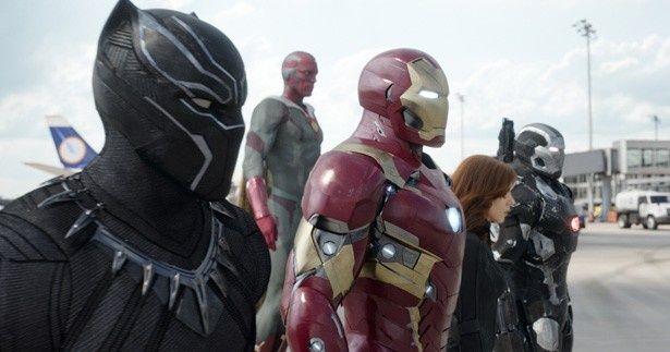 アイアンマン側にはブラック・ウィドウ、ウォーマシン、ヴィジョン、ブラックパンサーが
