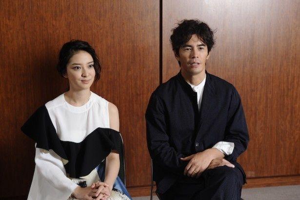 息もぴったりにインタビューに答えてくれた伊藤英明と武井咲